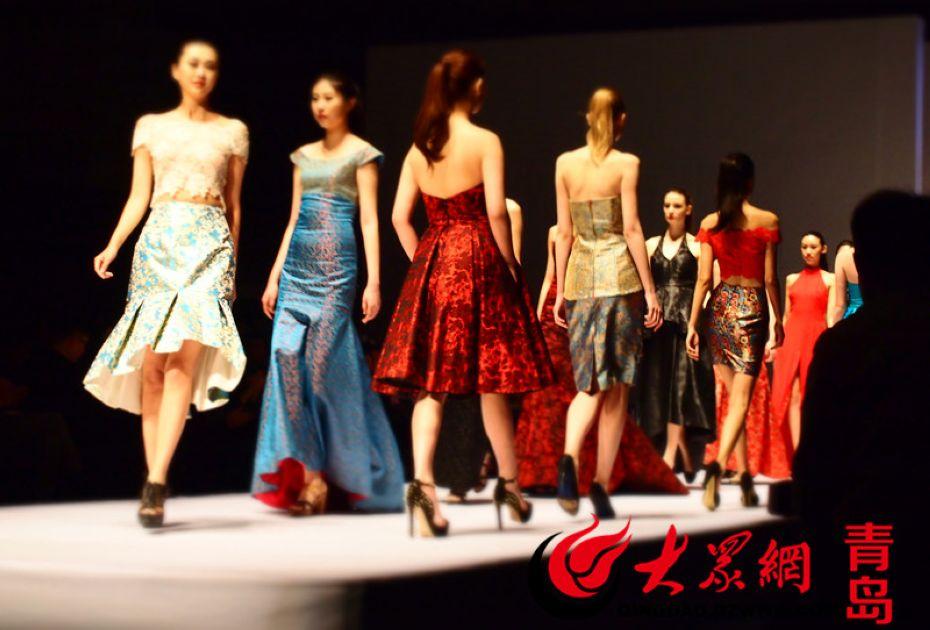 美女模特们身着艳丽服饰齐亮相。于川梓.jpg
