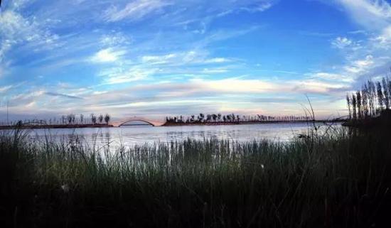 旅游景点介绍  (图片来源:山东旅游政务网)   青岛少海风景区位于胶州