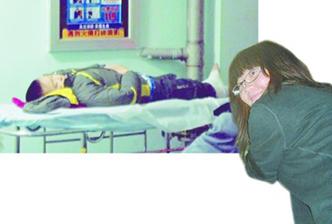 小学生摔下3米山坡受伤 美女大学生出手相救