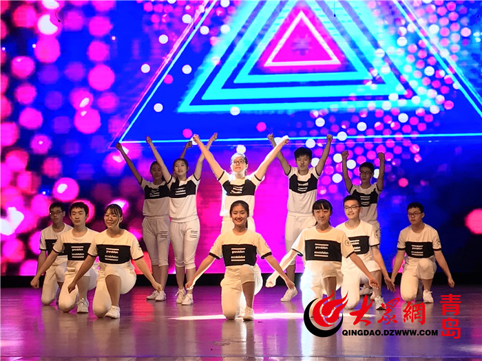 自信的表情,动感的音乐,充满活力的舞蹈……1月11日,青岛二中首届健美