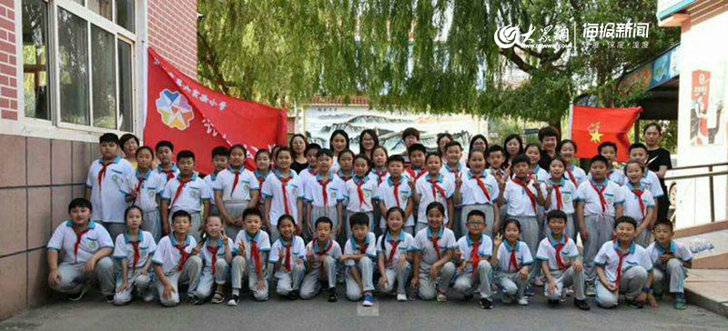 """胶州六实小举行""""寻找红色成长导师""""银杏公益活动"""