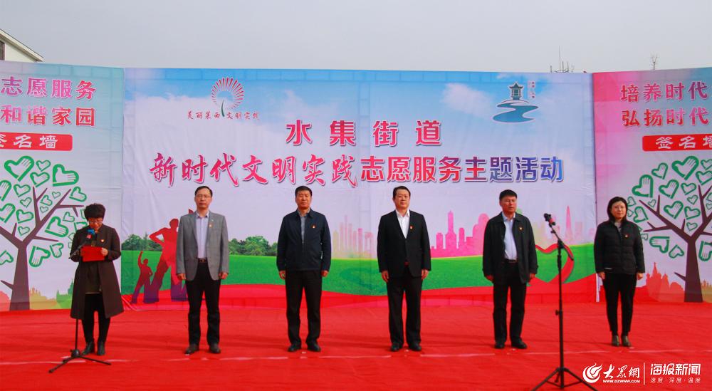 手语表演:《中国青年志愿者之歌》.