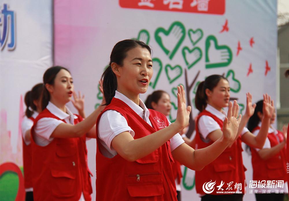 手语表演:《中国青年志愿者之歌》.-莱西市水集街道开展新时代文