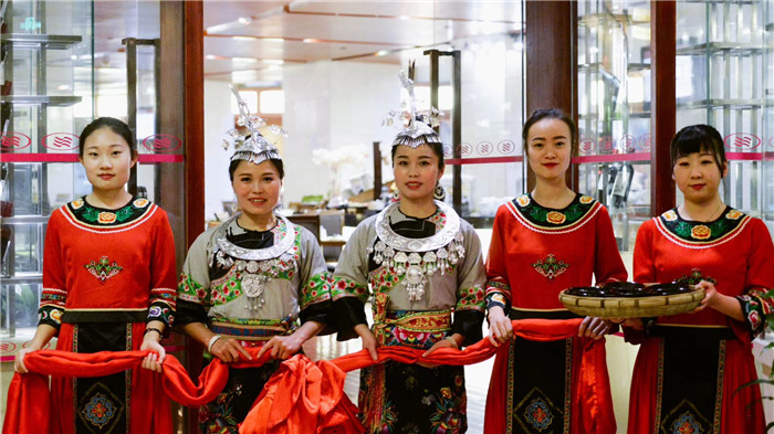 爱吃辣的看过来!青岛颐中皇冠假日华纳湘西美食节开幕