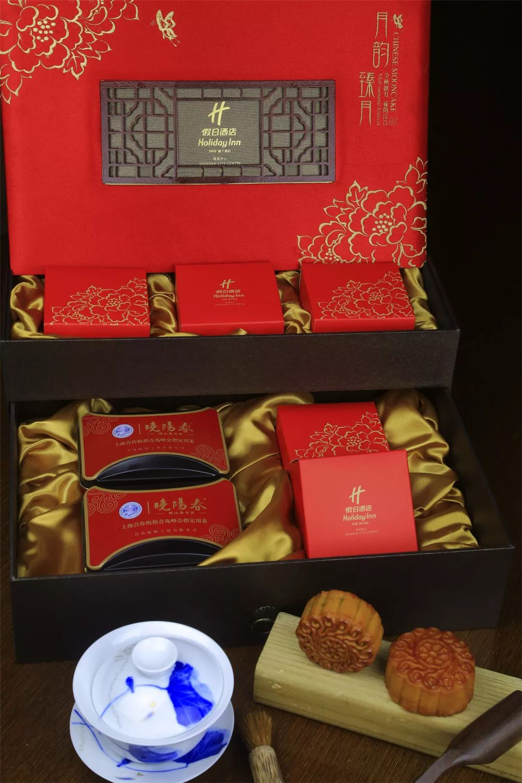 《【沐鸣娱乐手机版登录】一轮秋影转金波 中心假日酒店推出月饼礼盒》
