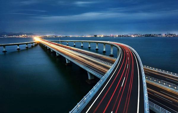 下周日,   让我们相约跨海大桥   在奔跑中,   领略青岛的美丽!