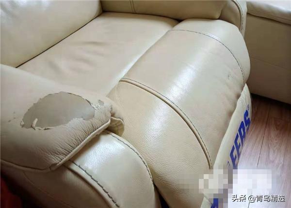城阳红星美凯龙购买芝华仕沙发不到两年就掉皮 想维修得交2000元