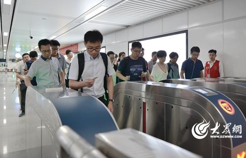 青岛地铁3号线试营半年