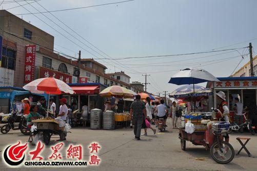 李哥庄飞龙大街两侧建起多处违章活动板房