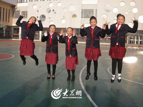 为义务教育阶段学生提供校服.-崂山启动礼仪教育 每年免费发放礼