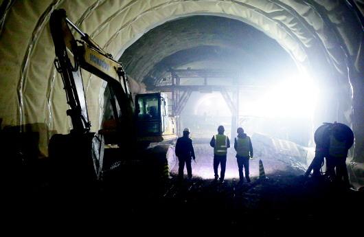 青岛地铁1号线施工最新进展:过海隧道开挖过半