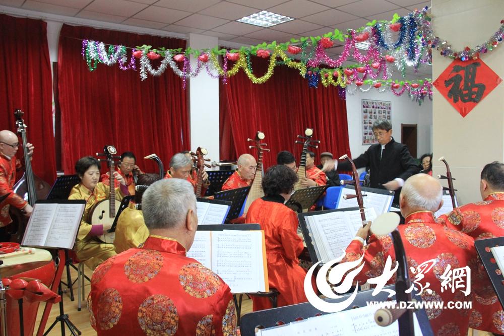 精彩的音乐会现场.-唱响中国梦 八大峡街道举办民乐音乐会