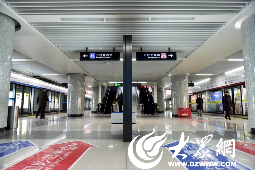 1,五四广场站2号线李村公园站方向列车与3号线青岛北站方向列车