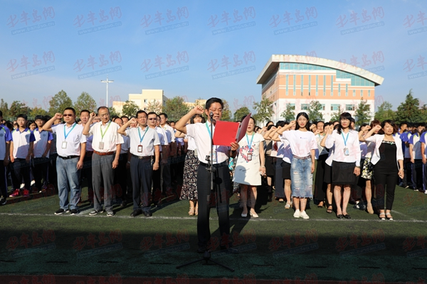"""做幸福""""高新""""人 青岛高新职业学校举行教师宣誓仪式"""