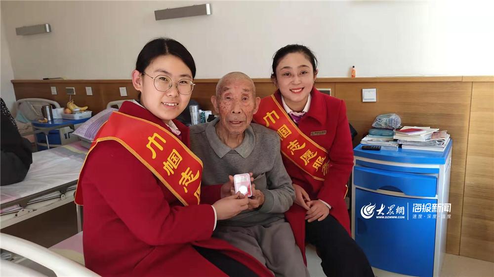 国际志愿者日 青岛轨道巴士巾帼