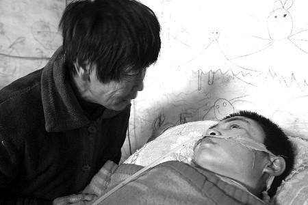 母亲植物人父亲身亡妹妹重病 12岁女孩遭不幸