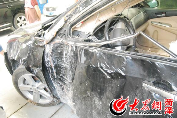 部有一个明显的凹陷处-菏泽 丰田凯美瑞严重撞击只弹出侧安全气囊高清图片