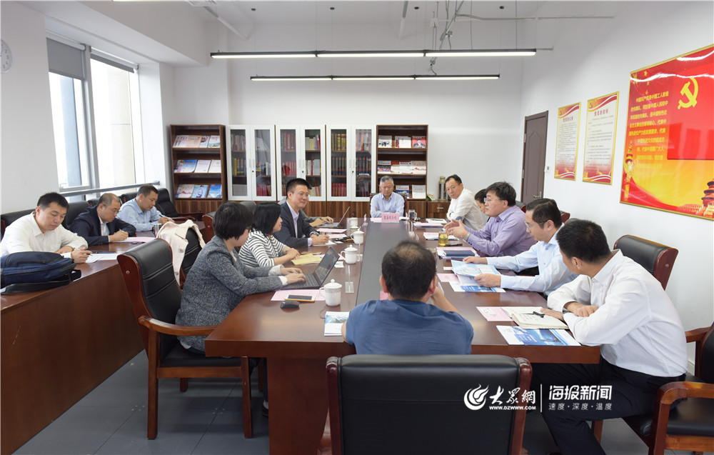 青岛市司法局局长万振东会见深圳市蓝海现代法律服务发展中心执行